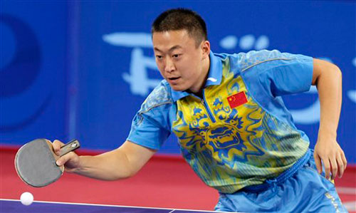 Ma lin returns service in table tennis